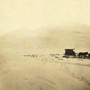 La conquête de l'Ouest. Charriot dans les dunes de sable.